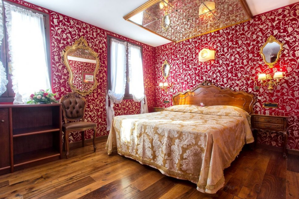 hotel grand canal venice, grand canal hotel venice, hotel on grand canal venice, venice hotel on grand canal