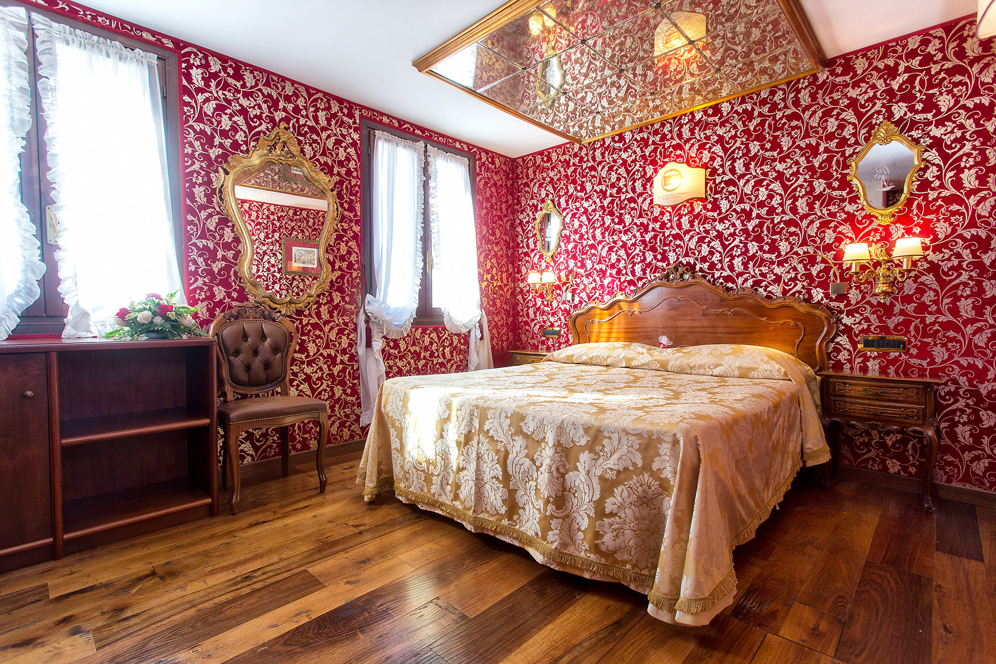 Phenomenal Historical Hotel In Venice Beside The Rialto Bridge Home Remodeling Inspirations Genioncuboardxyz
